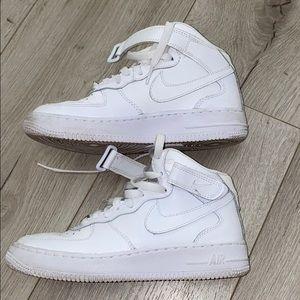White Nike Air Force 1 MID